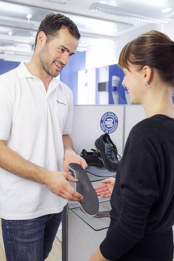 Schuh-Einlagen zählen zu den häufigsten Hilfsmitteln im Bereich der Fußkorrektur - Sanitätshaus Kanters